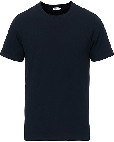 Filippa K Soft Lycra Tee Navy i gruppen Klær / T-Shirts hos Care of Carl (10225811r)