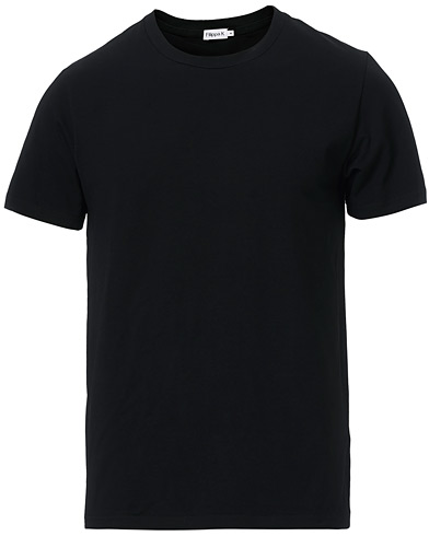 Filippa K Soft Lycra Tee Black i gruppen Klær / T-Shirts hos Care of Carl (10225911r)