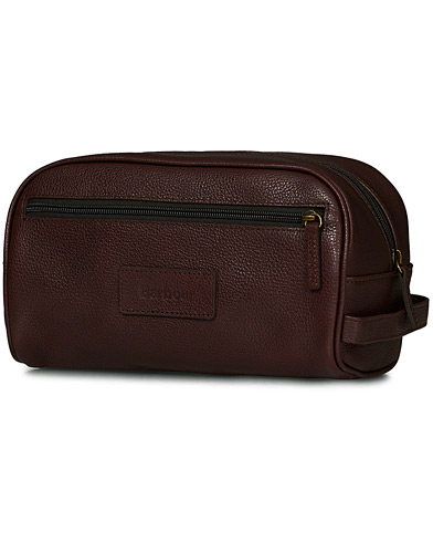 Barbour Lifestyle Leather Wash Bag Dark Brown  i gruppen Assesoarer / Vesker / Toalettmapper hos Care of Carl (10731410)