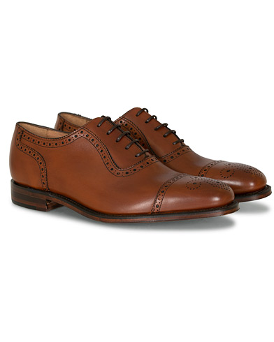 Loake 1880 Strand Brogue Mahogany Burnished Calf i gruppen Sko / Brogues hos Care of Carl (11277711r)