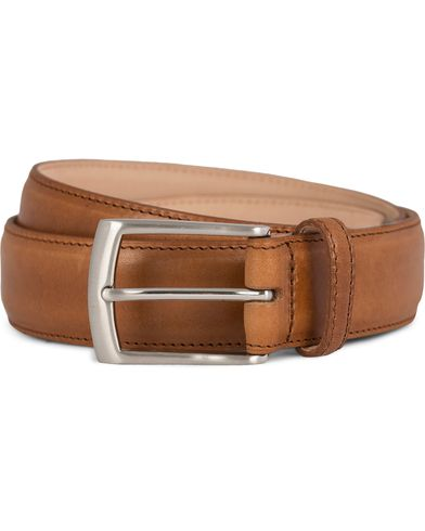 Loake 1880 Henry Leather Belt 3,3 cm Tan i gruppen Assesoarer / Belter / Umønstrede belter hos Care of Carl (11632011r)