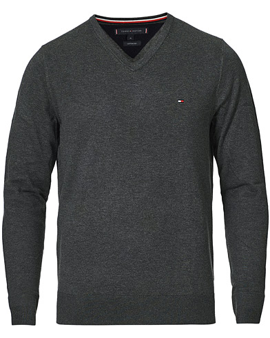 Tommy Hilfiger Cotton/Silk V-Neck Pullover Charcoal Heather i gruppen Klær / Gensere / Pullovers v-hals hos Care of Carl (14336611r)