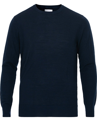 A Day's March Merino Crew Neck Navy Melange i gruppen  hos Care of Carl (14355911r)