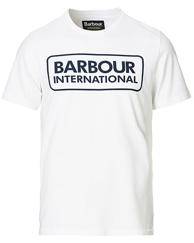 Barbour International Large Logo Crew Neck Tee White i gruppen Klær / T-Shirts / Kortermede t-shirts hos Care of Carl (14692611r)