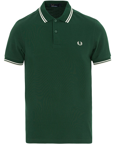 Fred Perry Twin Tip Polo Ivy Green i gruppen Klær / Pikéer / Kortermet piké hos Care of Carl (14877811r)
