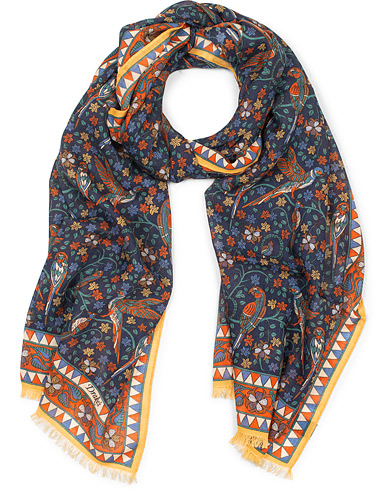 Drake's Wool/Silk Birds and Flowers Printed Scarf Navy  i gruppen Assesoarer / Scarves hos Care of Carl (14996610)