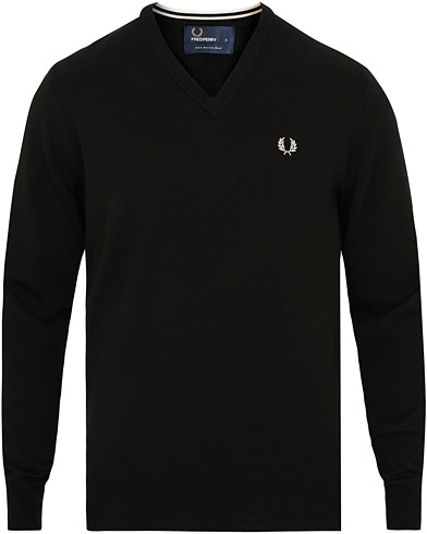 Fred Perry Merino Wool V-Neck Pullover Black i gruppen Klær / Gensere / Pullovers v-hals hos Care of Carl (15088111r)