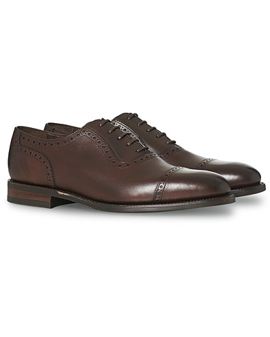 Loake 1880 Fleet Brogue Shadow Sole Dark Brown Calf i gruppen Sko / Brogues hos Care of Carl (15350511r)
