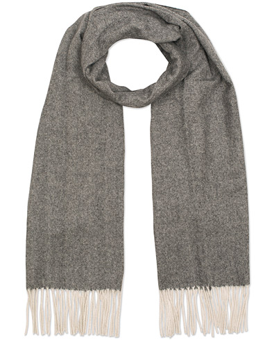 Soft Goat Cashmere Herringbone Scarf Dark Grey  i gruppen Assesoarer / Scarves hos Care of Carl (15358910)