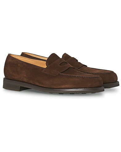 John Lobb Lopez Penny Loafer Dark Brown Suede i gruppen Sko / Loafers hos Care of Carl (15401311r)