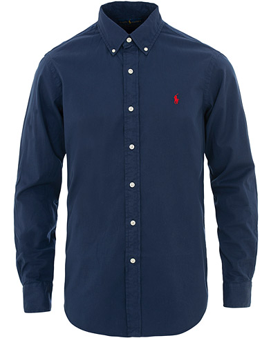 Polo Ralph Lauren Core Fit Garment Dyed Oxford Shirt Newport Navy i gruppen Klær / Skjorter / Casual / Oxfordskjorter hos Care of Carl (15596311r)