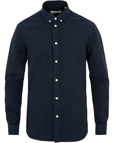 Samsøe & Samsøe Liam Button Down Shirt Dark Sapphire i gruppen Klær / Skjorter / Casual / Oxfordskjorter hos Care of Carl (15632211r)
