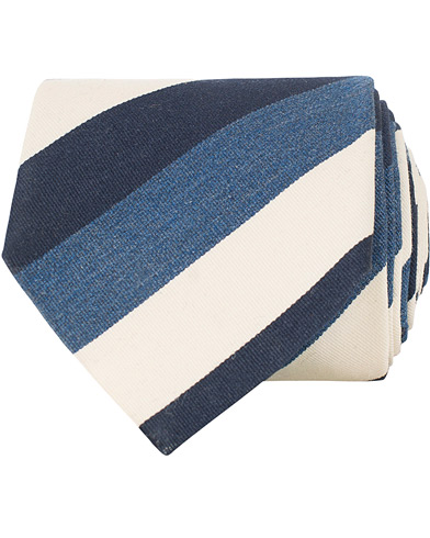 Amanda Christensen Silk/Cotton Large Striped 8 cm Tie Navy/Blue/White  i gruppen Assesoarer / Slips hos Care of Carl (15638510)