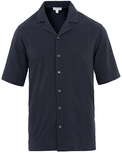 Sunspel Short Sleeve Pique Shirt Navy i gruppen Klær / Skjorter / Casual / Kortermede skjorter hos Care of Carl (15696011r)