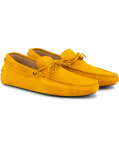 Tod's Laccetto Gommino Carshoe Yellow Suede i gruppen Sko / Bilsko hos Care of Carl (15765311r)