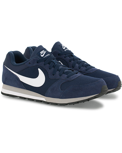 Nike MD Runner 2 Sneaker Midnight Navy i gruppen Sko / Sneakers hos Care of Carl (16008411r)