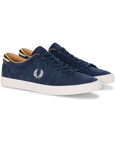 Fred Perry Underspin Suede  Carbon Blue i gruppen Sko / Sneakers hos Care of Carl (16011211r)