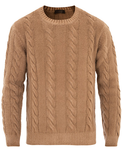Altea Brushed Wool Cable Crew Sweater Camel i gruppen Klær / Gensere / Strikkede gensere hos Care of Carl (16079411r)