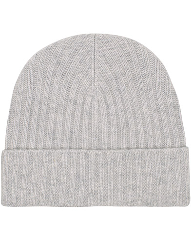 Amanda Christensen Rib Knitted Cashmere Cap Light Grey  i gruppen Assesoarer / Luer hos Care of Carl (16096910)