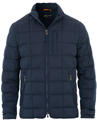 Morris Whitby Lightweight Jacket Navy i gruppen Klær / Jakker / Dunjakker hos Care of Carl (16330211r)