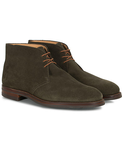 Crockett & Jones Chiltern Dainite Chukka Boot Green Suede i gruppen Sko / Støvler hos Care of Carl (16563111r)