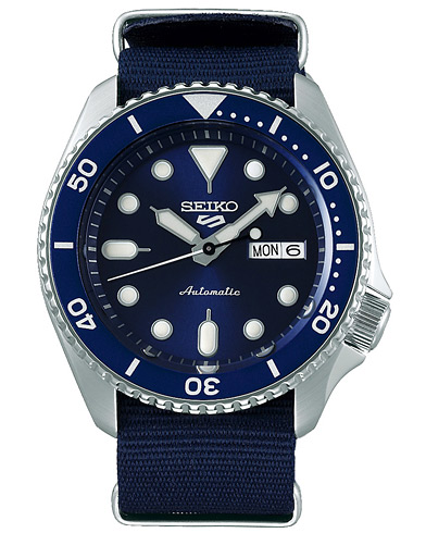 Seiko 5 Sports Mens 43mm 100m Automatic Blue Dial/Nato  i gruppen Assesoarer / Klokker hos Care of Carl (16586110)