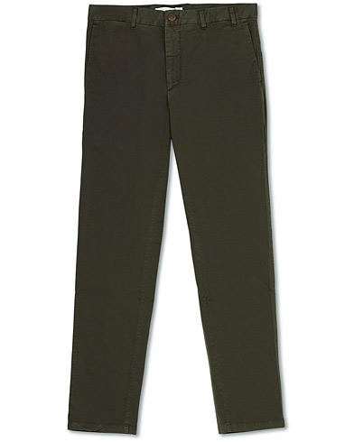 Norse Projects Aros Slim Light Stretch Chinos Ivy Green i gruppen Klær / Bukser / Chinos hos Care of Carl (16644611r)