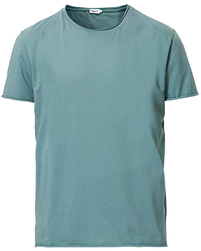 Filippa K Roll Neck Tee Mint Powder i gruppen Klær / T-Shirts / Kortermede t-shirts hos Care of Carl (16996811r)