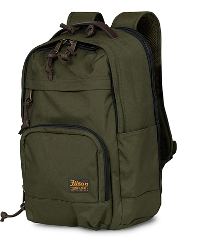 Filson Dryden Balistic Nylon Backpack Otter Green  i gruppen Assesoarer / Vesker hos Care of Carl (16998910)