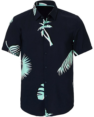 BOSS Ronn Printed Short Sleeve Shirt Navy i gruppen Klær / Skjorter / Casual / Kortermede skjorter hos Care of Carl (17122611r)