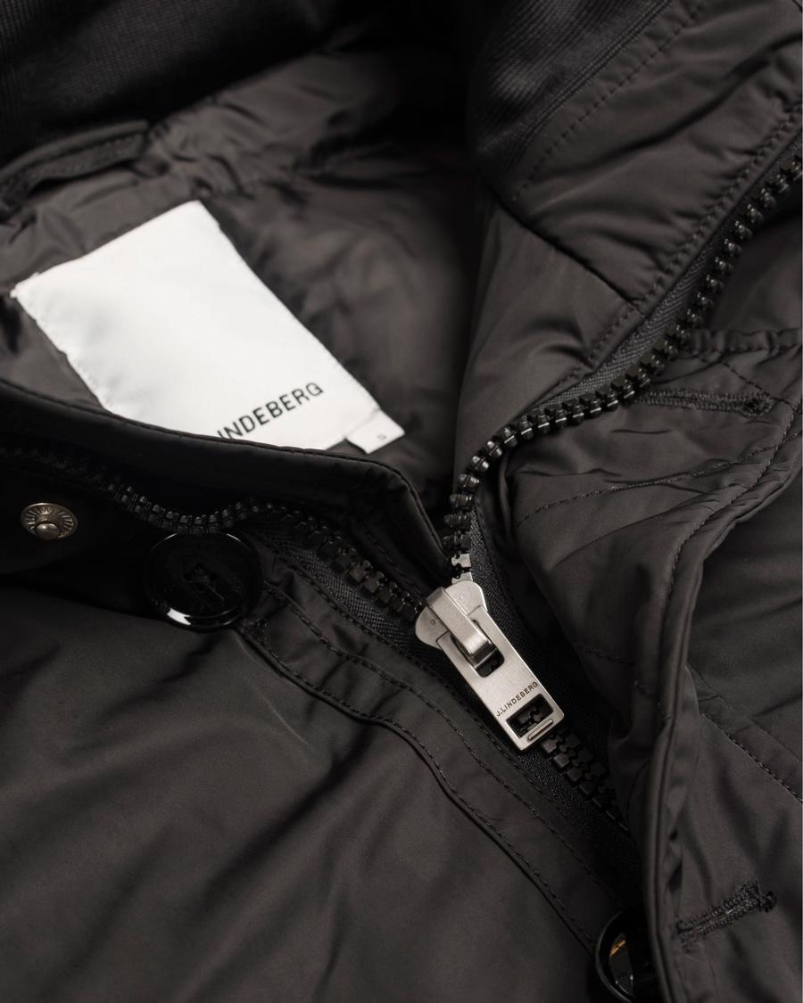 Højmoderne J.Lindeberg Odin 47 Dressed Poly Jacket Black hos CareOfCarl.no EC-52