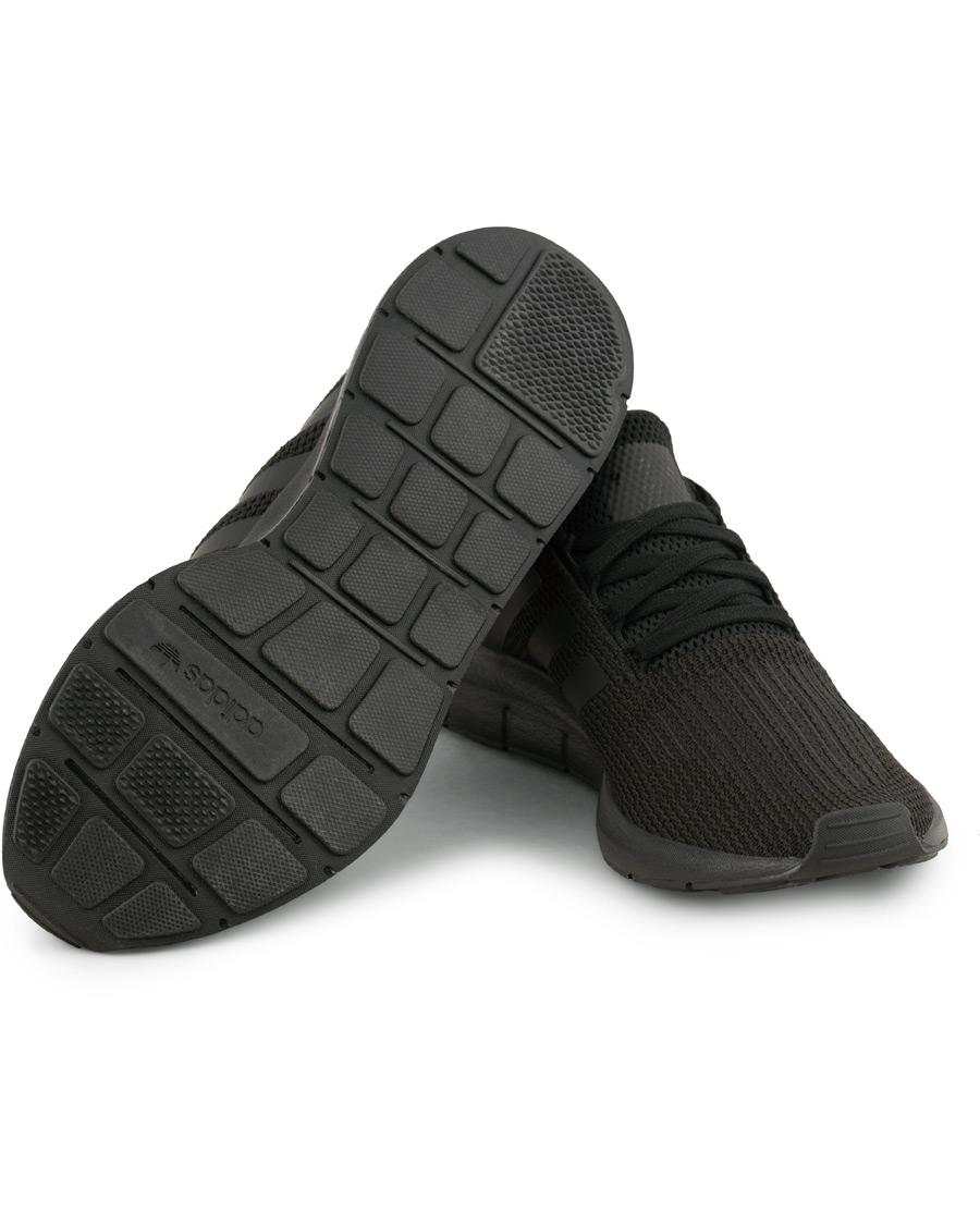 adidas Originals Swift Run Sneaker Core Black hos CareOfCarl.no