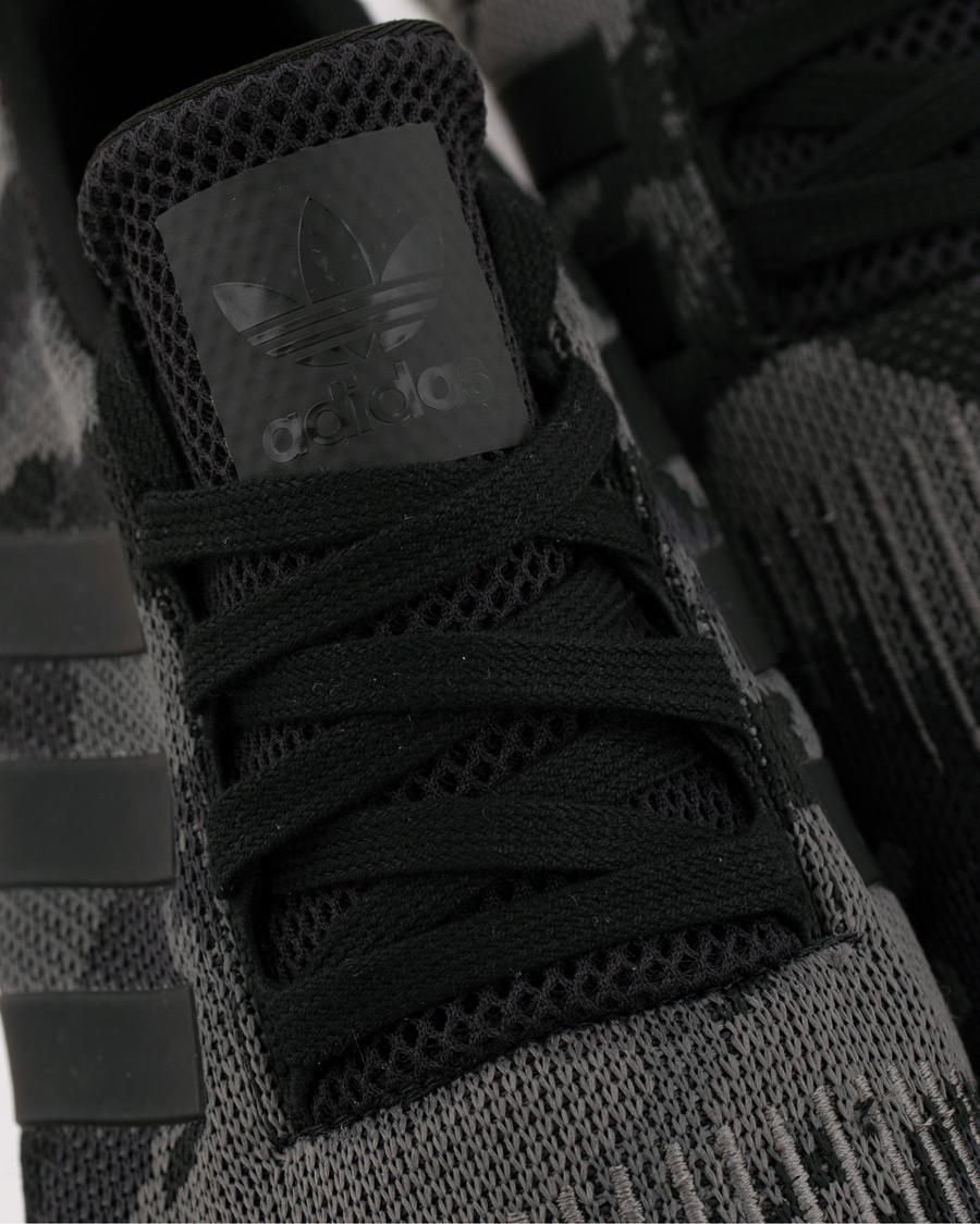 adidas Originals Swift Run Sneaker Black Camo hos CareOfCarl.no
