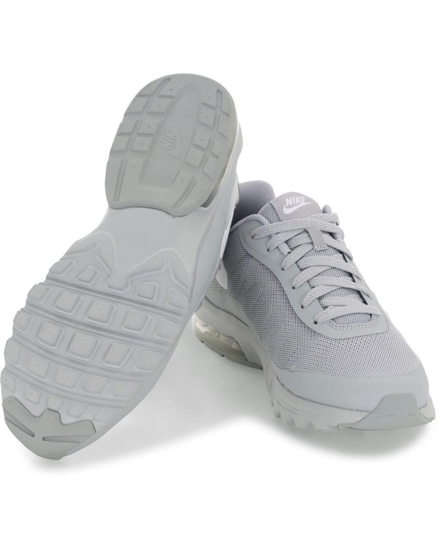 Nike Air Max Invigor Sneaker Wolf Grey hos CareOfCarl.no