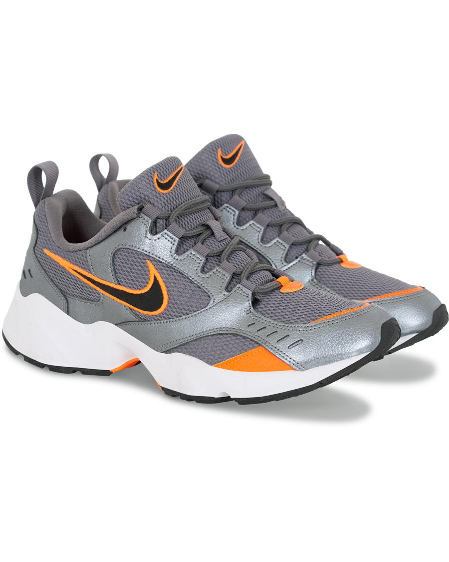 Nike Air Heights Sneaker Silver US7 EU40