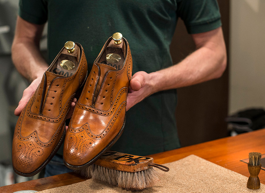 Skopleieguiden Slik tar du hånd om dine sko | Care of Carl